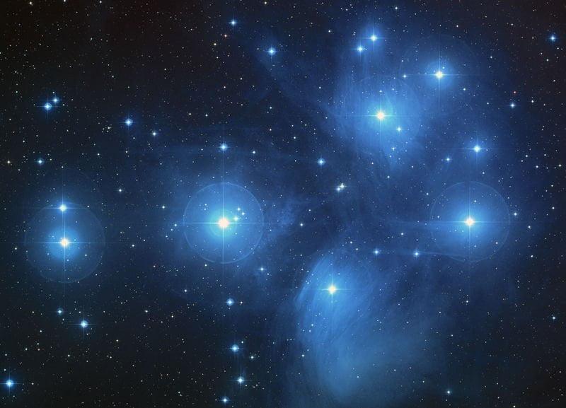 Las Pléyades, a unos 440 años-luz de nosotros.