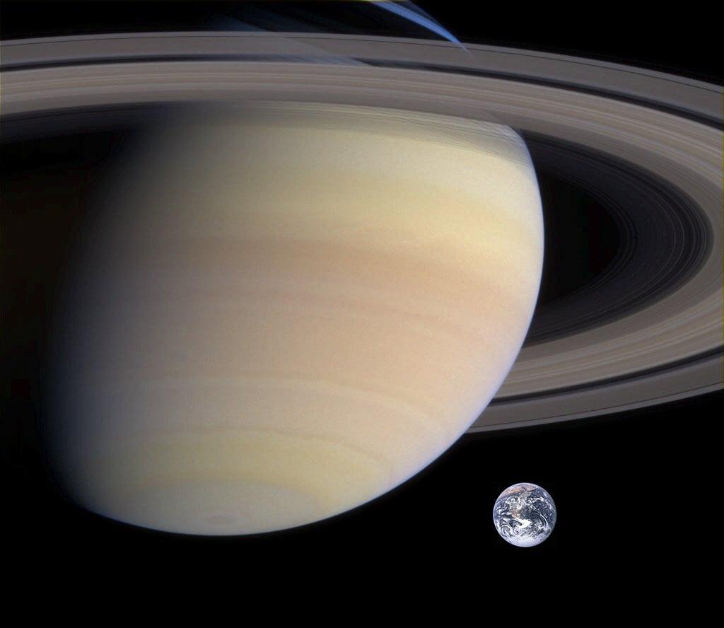 Tamaños relativos de Saturno y la Tierra.