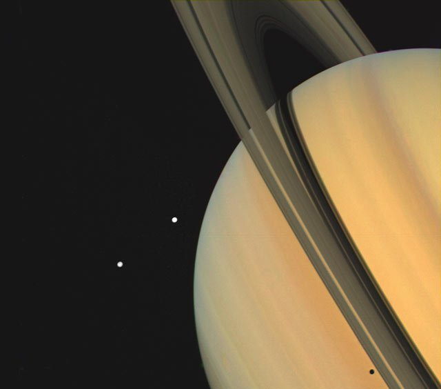 Fotografía de Saturno tomada por Voyager
