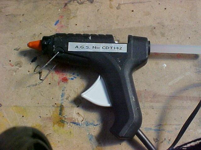 Pistola de pegamento termofusible