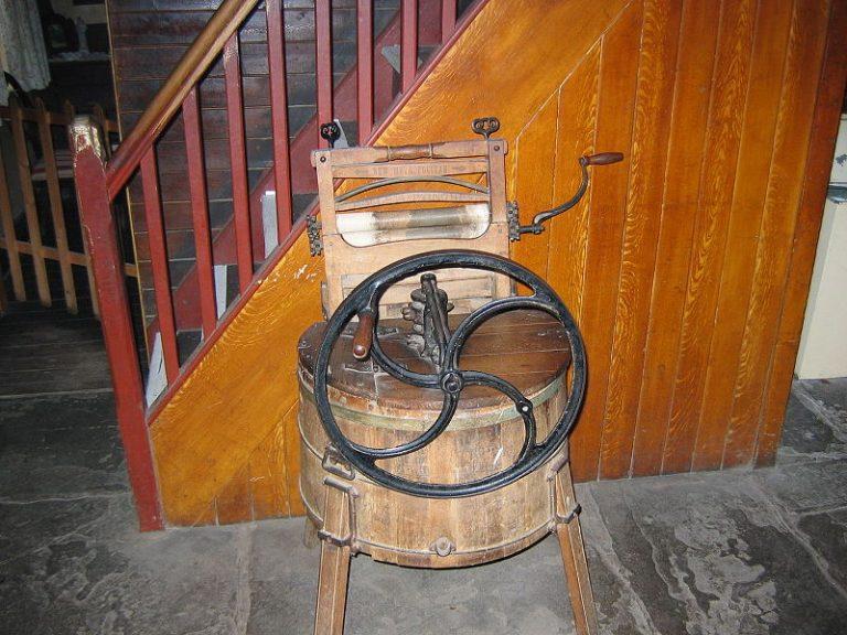 Lavadora manual del siglo XIX